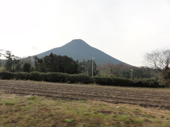 菜の花マラソン救護 開聞岳.JPG