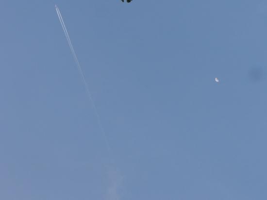 月と飛行機.JPG