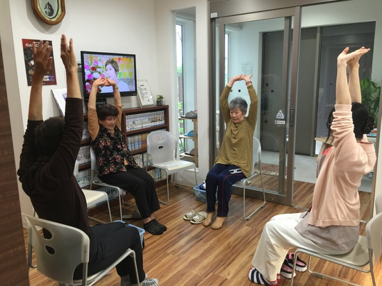 4.27.くるくる体操.JPG